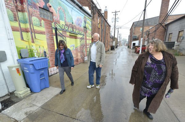 Le mars iowa artists create downtown 39 alley art 39 local for Craft stores in sioux city iowa