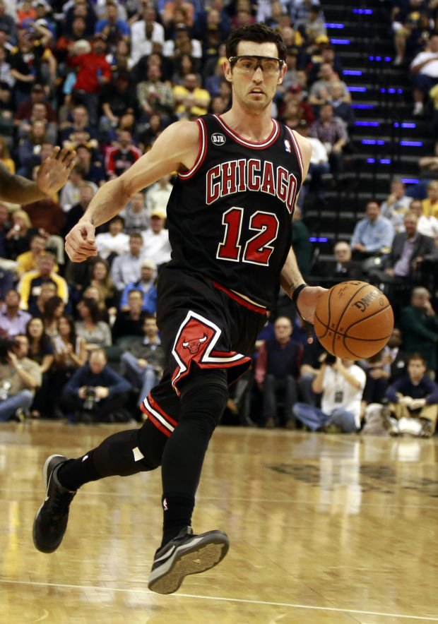 Hinrich plans to keep playing in NBA as he enters free agency