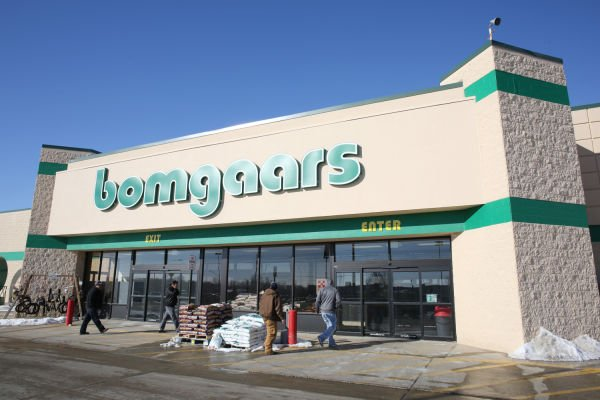 Sioux city 39 s newest bomgaars makes smooth transition to for Bomgaars