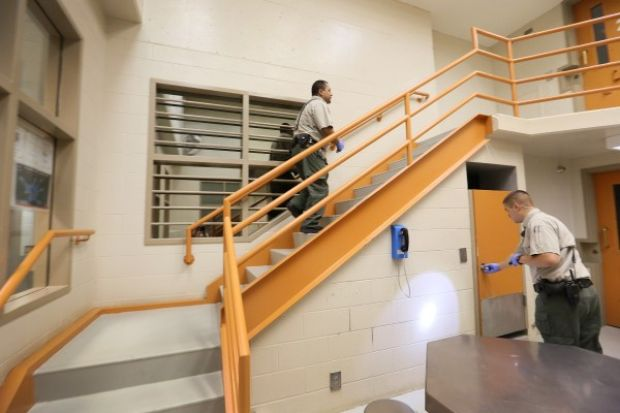 Lawyer alleges woodbury county jail staff continue illegal searches
