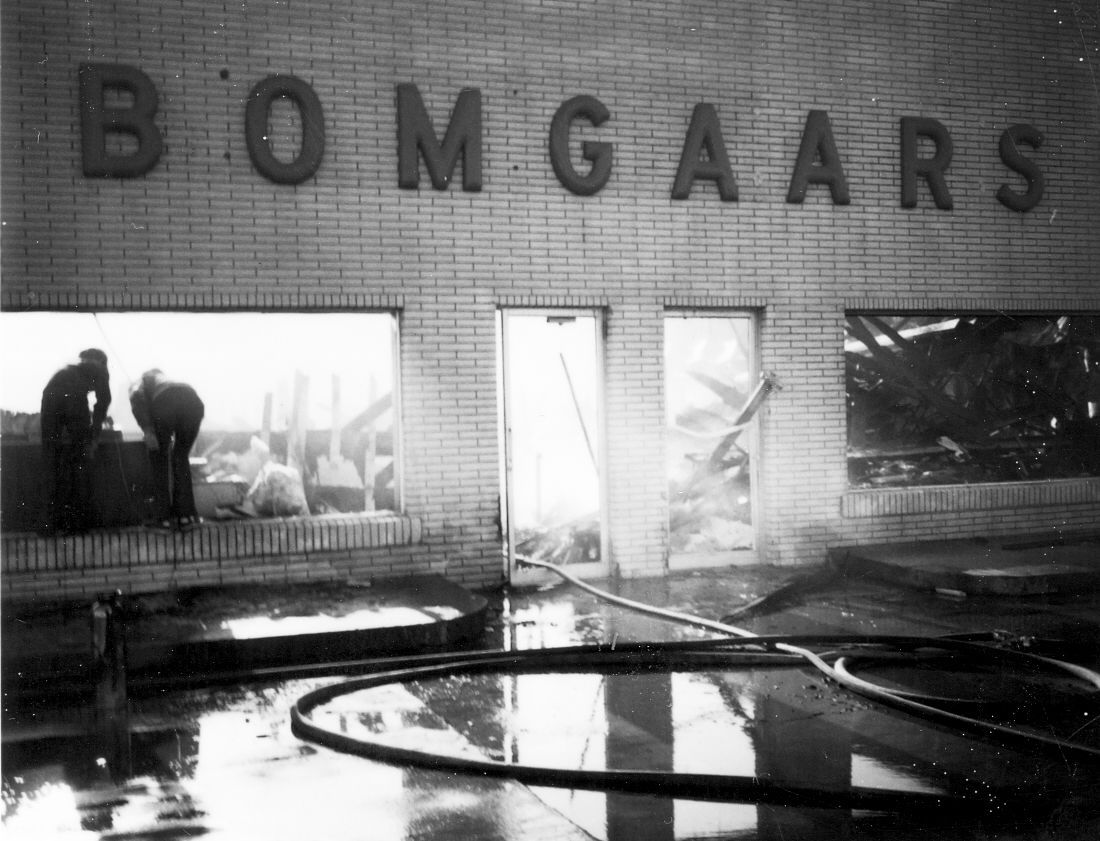 1966 big fire destroys bomgaars supply in downtown sioux for Bomgaars