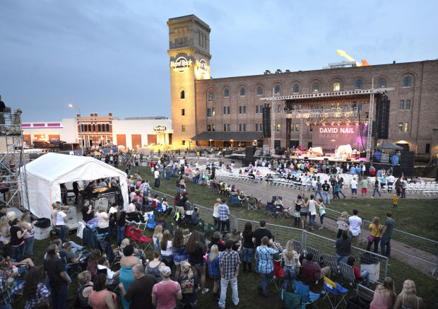 review hard rock 39 s backyard concert launch a winner for sioux city