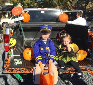 St. Mark's partners host Trunk or Treat