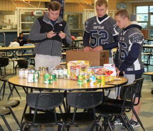 Students, church provide Thanksgiving food baskets