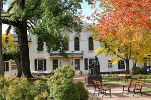 Courthouse Square dressed for autumn