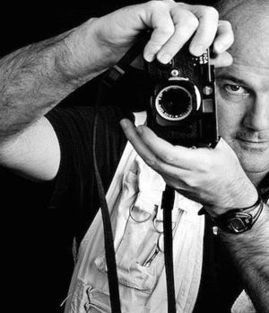 'Y Talks' series to feature photographer