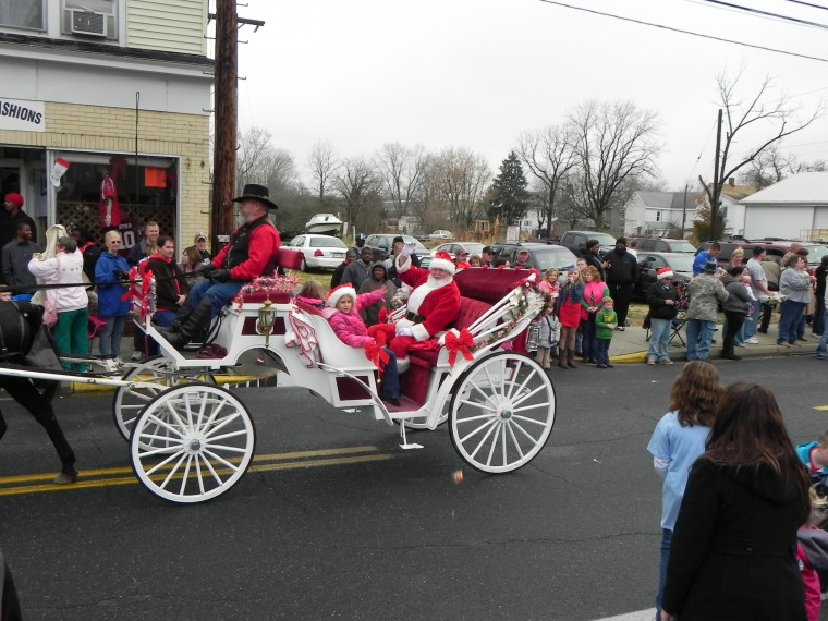 Santa arrives by carriage