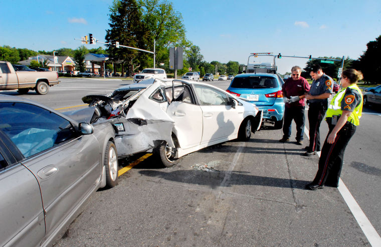 accidents caused by texting and driving Texting while walking more common, more dangerous written by sandra levy on july 29, 2016 'pokémon go' accidents are getting the attention, but pedestrians are also getting hurt while texting.