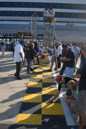 Fans ready for green flag at Dover