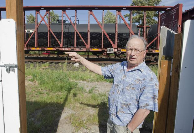 Oil rail cars parked 26 feet from Longview homes