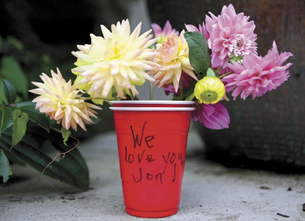 A cup of flowers with this note appeared on the steps of the Wahkiakum County Courthouse the morning of Oct. 24, the day after Dearmore's death.