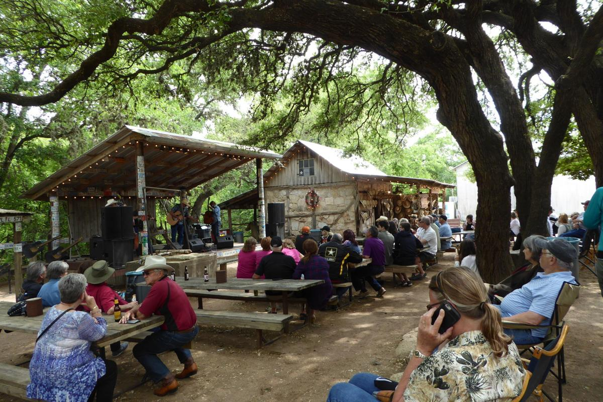 Visitors_listen_to_Luckenbach_s_music_on_a_Sunday_afternoon.JPG