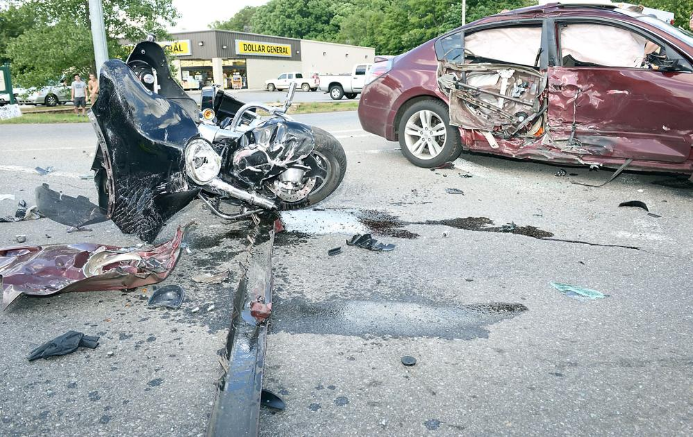 Two injured in alcoa wreck on old knoxville highway the for Scott motors knoxville tn