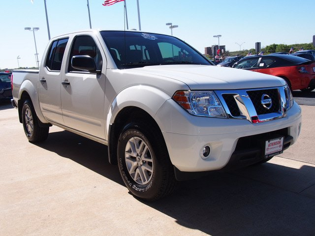 2014 glacier white nissan frontier the eagle truck. Black Bedroom Furniture Sets. Home Design Ideas