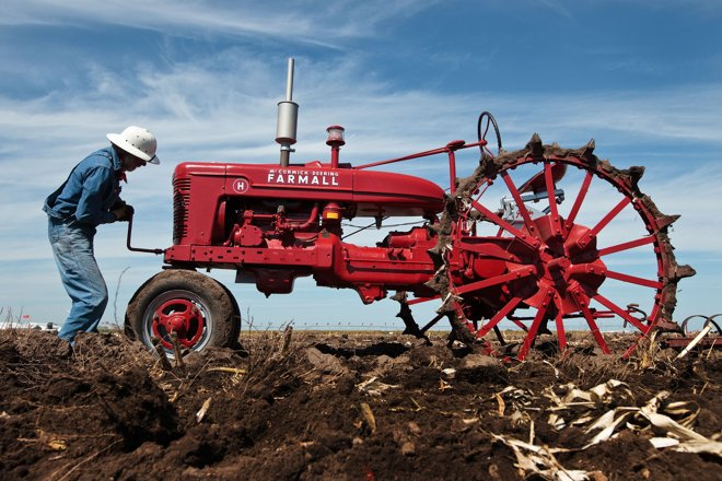 Farmall H On Steel Wheels Amish : Classic tractors take to the fields at hhd grand