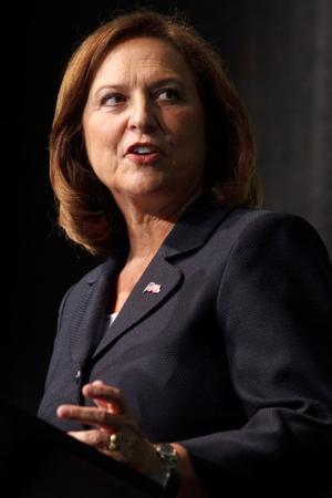 Fischer, Kerrey show stark differences in Senate debate