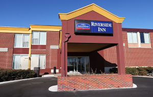 Howard Johnson Riverside Inn