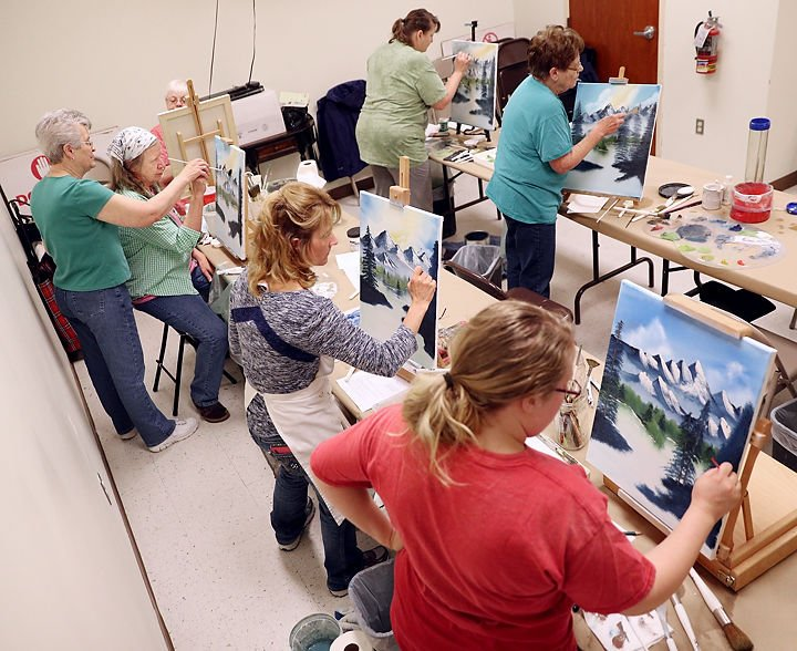 Cairo woman teaches painting class 9 months a year cairo for Painting class chicago