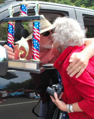 Parade kiss