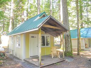 Eagle cliff camp gets makeover the reflector news for Rental cabins near mt st helens