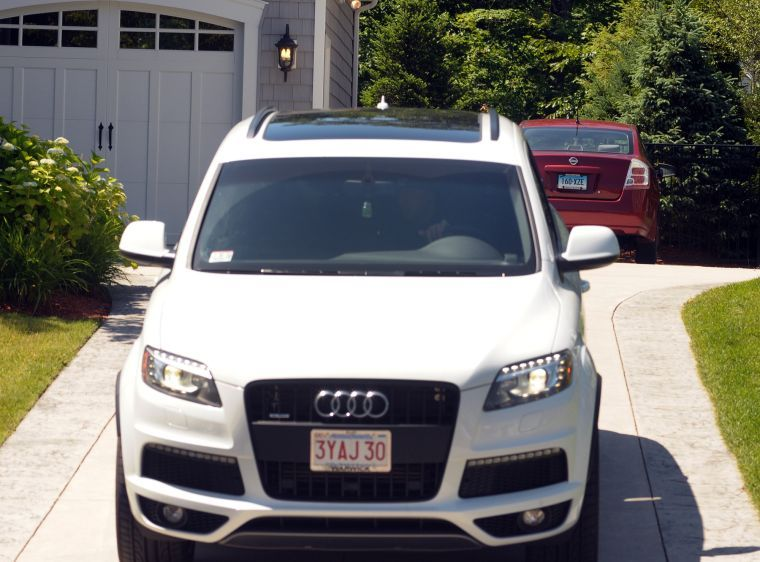 Q7 car - Color: White  // Description: big