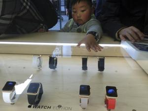 APTOPIX China Apple Watch Debuts