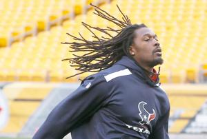 Top pick Clowney expects to play Sunday vs. Titans