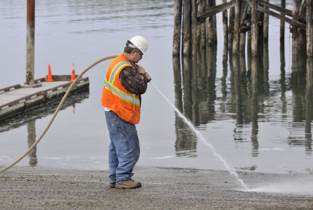 Coos Bay crew makes second attempt at assessing boat ramp damage
