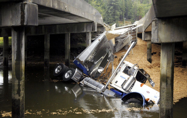 Kudos To Isthmus >> Chip truck plunges into Isthmus Slough | Local News | theworldlink.com