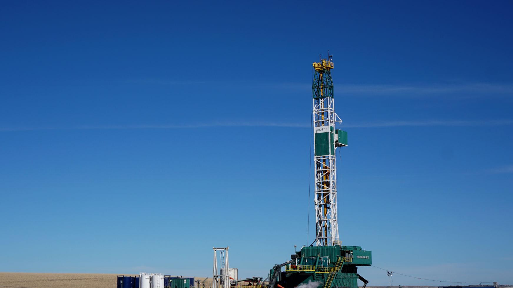 US rig count rises 7 this week to 908
