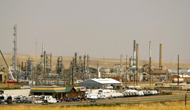 Wyoming Gov Mead Encourages Refinery Reps To Join Forces