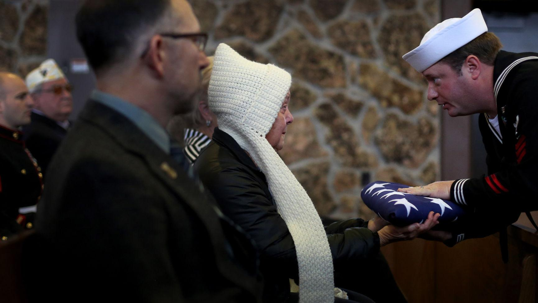 hundreds attend funeral for vietnam vet whose lonely death