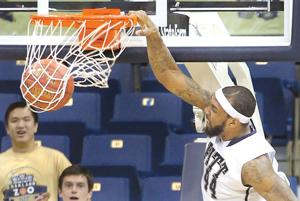 Moore dunks