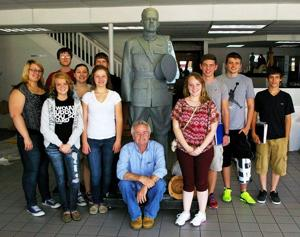 RP humanities class visits Wolfe studio, Swope