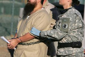 EEUU envía 5 presos de Guantánamo al exterior