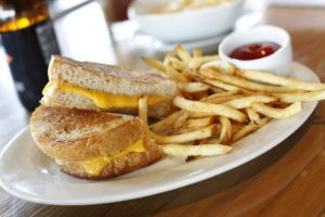 Tucson kids eat for $3 at Zinburger all summer