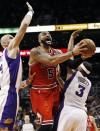 NBA: Boozer propels Bulls past Suns