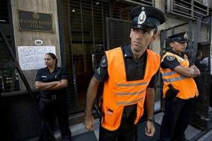 Abandona Argentina periodista que anunció muerte de Nisman