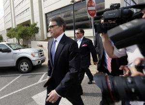 Fichan a Perry por coerción en tribunal de Texas
