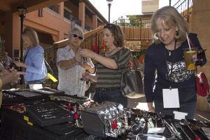Art, music fill La Encantada festival