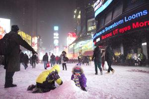 Tormenta invernal azota este; 13 muertos