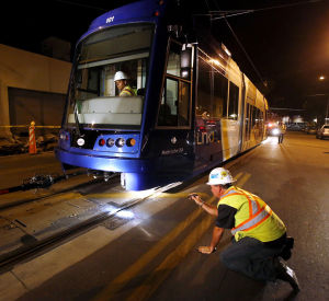 Tucson streetcar's first electric test fizzles