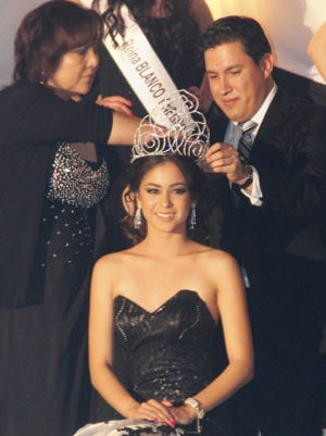 Sociales: Coronan bellas latinas