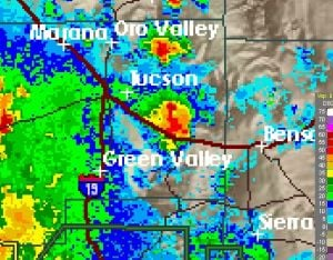Severe thunderstorm moving toward Tucson from SE
