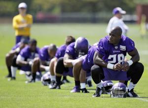 Vikings inhabilitan a Peterson de toda actividad