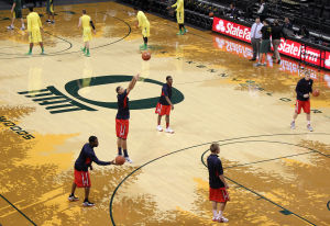 Oregon hands Wildcats first loss of season, 70-66