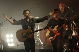 Review: Juanes unplugged somewhat