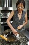 'Facial' renews wok complexion, improves taste of stir-fried food