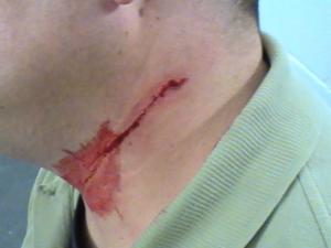 Pinal detention officer attacked with shaving razor