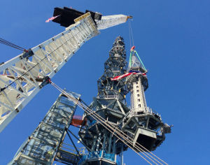 Spire tops out World Trade Center tower at 1,776 feet